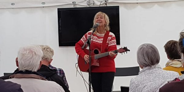 Solveig Leithaug spiller i Triztan-teltet-sio-2018